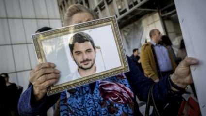 Συγκλόνισε η μητέρα του Μάριου Παπαγεωργίου στο δικαστήριο: «Που είναι τα κόκκαλα του παιδιού μου;»