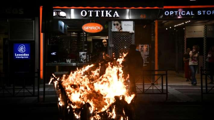 Επεισόδια σε τρεις πόλεις στα συλλαλητήρια για τον Παύλο Φύσσα - ΒΙΝΤΕΟ