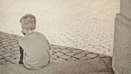 Συγκλονίζει η τραγική ιστορία του 7χρονου που περιπλανιόταν μόνος στη Λεωφόρο Αλεξάνδρας