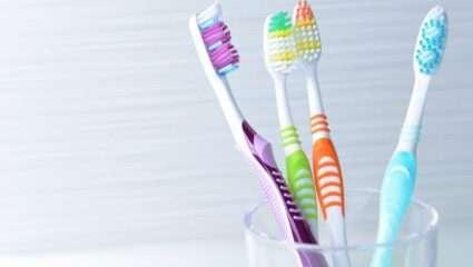 Τα τρία μυστικά που θα κρατήσουν πεντακάθαρη την οδοντόβουρτσά σου!