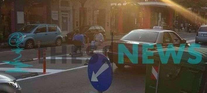 Χαλαρά! Στη Θεσσαλονίκη έβαλαν καρέκλες στη μέση του δρόμου και ήπιαν καφέ!