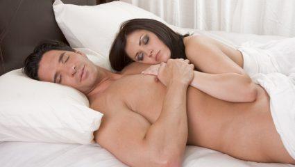 Πέντε λόγοι για τους οποίους πρέπει να κοιμόμαστε γυμνοί