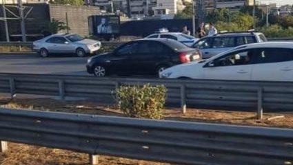 Αυτοκίνητο μπήκε ανάποδα στην παραλιακή και έσπειρε τον πανικό – ΦΩΤΟ