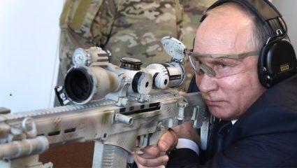 O Πούτιν δοκιμάζει το νέο Καλάσνικοφ! (vid)