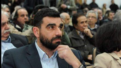 Επίθεση με καδρόνια στον βουλευτή Πέτρο Κωνσταντινέα