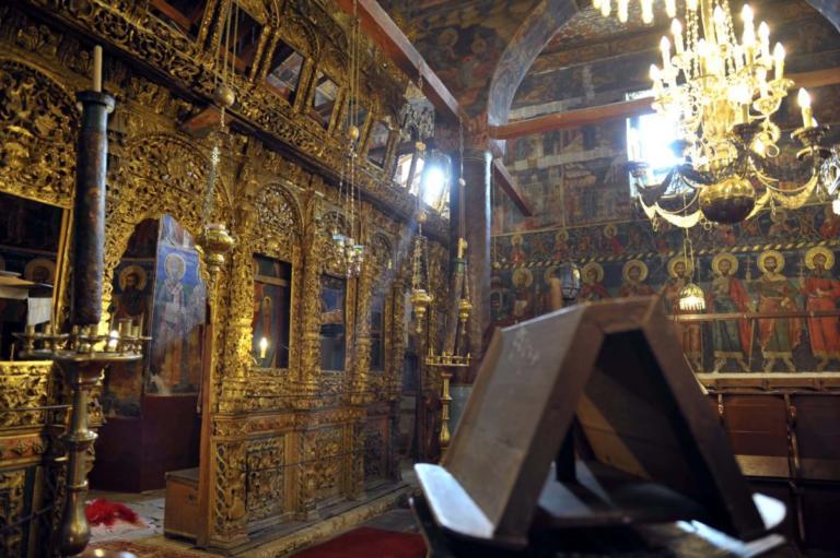 Άγνωστοι μπούκαραν σε εκκλησία της Αθήνας την ώρα της λειτουργίας!