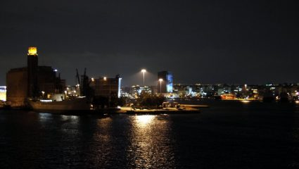 Πρόσκρουση δύο επιβατηγών πλοίων στο λιμάνι του Πειραιά