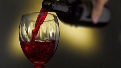 Κάνει καλό ένα ποτήρι κρασί την ημέρα