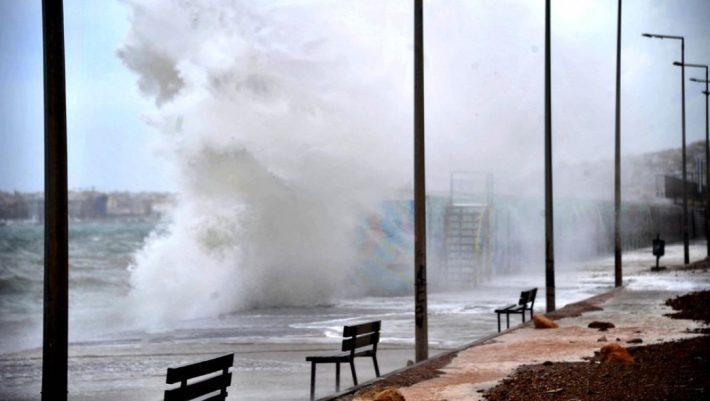 Κύματα 11 μέτρων θα φέρει ο μεσογειακός κυκλώνας