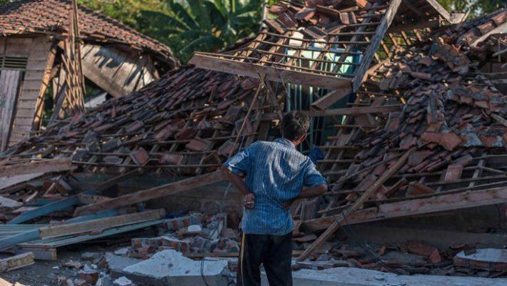 Θρήνος δίχως τέλος στην Ινδονησία: 832 οι νεκροί από σεισμό και τσουνάμι