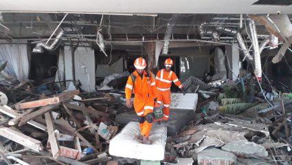 Ένας απέραντος τάφος η Ινδονησία, στους 1.407 οι νεκροί από τον σεισμό και το τσουνάμι