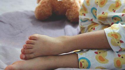 Γιατί το παιδί «βρέχει το κρεβάτι του» τη νύχτα και τι μπορείτε να κάνετε