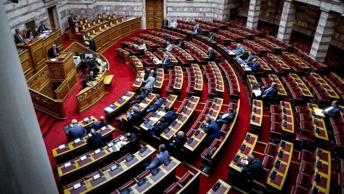 «Σκοτωμός» στη Βουλή μεταξύ βουλευτών - Παραλίγο να πιαστούν στα χέρια (ΒΙΝΤΕΟ)