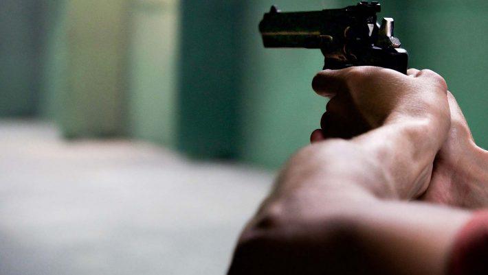 Ξεφύγαμε: Μαθητής πυροβόλησε μέσα σε σχολείο στη Λαμία!