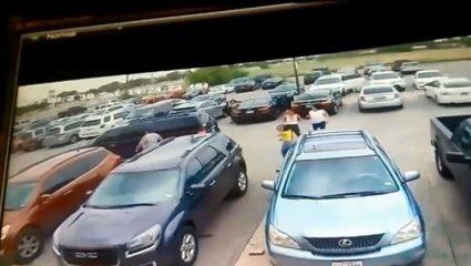 Βίντεο που σοκάρει: Εύσωμος άνδρας γρονθοκοπεί γυναίκα για μία θέση πάρκινγκ!