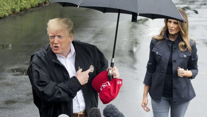 Ο Τραμπ και οι κακοί τρόποι του: άφησε την Μελάνια χωρίς ομπρέλα στη βροχή (ΒΙΝΤΕΟ)