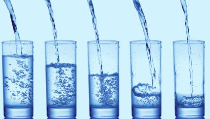 Πόσο νερό να πίνετε πριν το γεύμα για να χάνετε ένα κιλό τον μήνα!