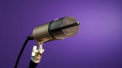 Πασίγνωστος τραγουδιστής πουλάει δονητή με το πρόσωπό του