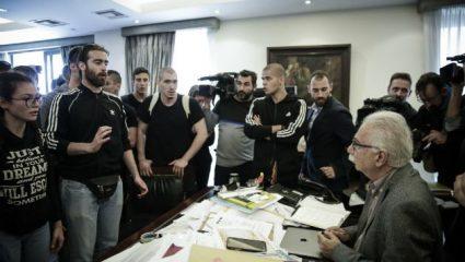 Ντου μαθητών στο υπουργείο Παιδείας – Μπούκαραν στο γραφείο του Γαβρόγλου (BINTEO)