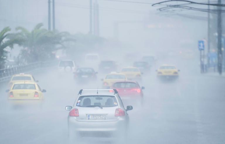 Ο «Ορέστης» ετοιμάζεται να... σαρώσει τη χώρα: καταιγίδες, χαλαζοπτώσεις και άνεμοι 9 μποφόρ!