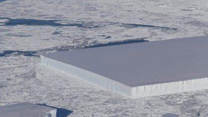 Η NASA φωτογράφισε ένα γεωμετρικό παγόβουνο σαν γιγάντιο παγάκι!