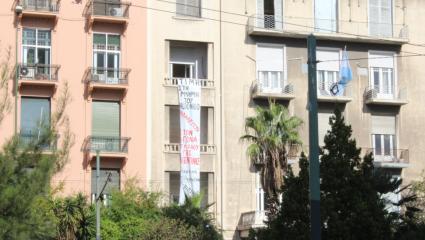 Η στιγμή της εισβολής του «Ρουβίκωνα» στην πρεσβεία της Αργεντινής (ΒΙΝΤΕΟ)