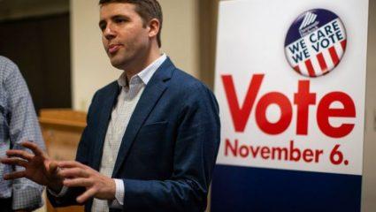 ΗΠΑ: αυτός είναι ο Ελληνοαμερικανός που θα γίνει ο πρώτος ανοιχτά ομοφυλόφιλος βουλευτής του Κογκρέσου