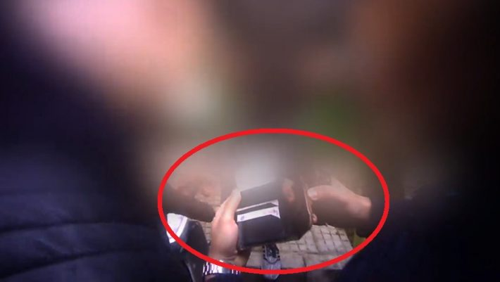 Βίντεο που προκαλεί ερωτηματικά: Μέλη του Ρουβίκωνα κάνουν εξακρίβωση στοιχείων σε αστυνομικούς