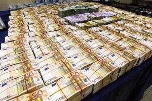 Βρέθηκαν 19 εκατομμύρια ευρώ σε σπίτι πολιτικού του ΠΑΣΟΚ!