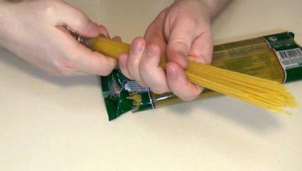 Το έξυπνο κόλπο για να μετράς σωστά μία μερίδα μακαρόνια (BINTEO)