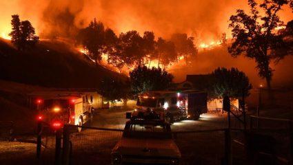 Πατέρας περνά μέσα από τις φλόγες στην Καλιφόρνια και τραγουδά για να ηρεμήσει την κόρη του! (ΒΙΝΤΕΟ)