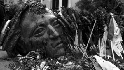 Οι νεκροί του Πολυτεχνείου και οι ελεύθεροι σκοπευτές της χούντας – BINTEO