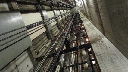 Ασανσέρ έκανε βουτιά 84 ορόφων – Παγιδεύτηκαν έξι άτομα