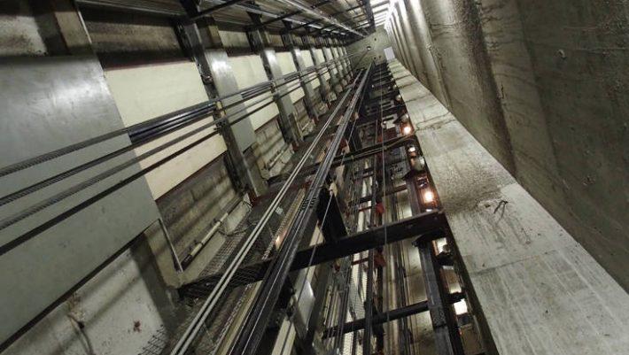 Ασανσέρ έκανε βουτιά 84 ορόφων - Παγιδεύτηκαν έξι άτομα