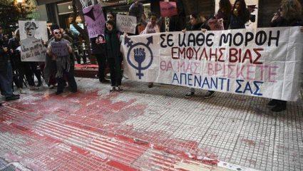 Διαδηλωτές ξάπλωσαν στο σημείο που έχασε τη ζωή του ο Ζακ Κωστόπουλος