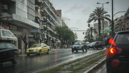 Καλοκαίρι αλλά και βροχές την Πέμπτη