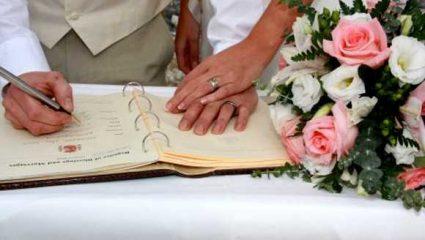 Πασίγνωστη έγκυος τραγουδίστρια παντρεύτηκε τον εκλεκτό της καρδιάς της! (ΦΩΤΟ)