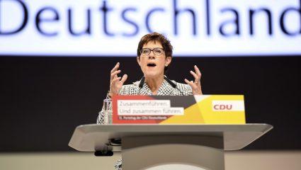 Άνεγκρετ Κραμπ-Καρενμπάουερ: Αυτή είναι η διάδοχος της Μέρκελ