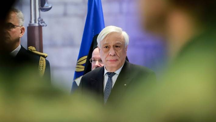 Στον Προκόπη Παυλόπουλο έπεσε το φλουρί της Προεδρικής Φρουράς