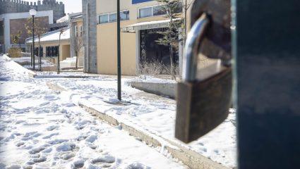 Ατύχημα σε σχολείο στη Θεσσαλονίκη – Μαθητής γλίστρησε στον πάγο και κατέληξε στο χειρουργείο