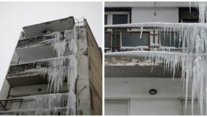 «Πάγωσε» πολυκατοικία στη Θεσσαλονίκη – Γέμισε με σταλακτίτες (ΦΩΤΟ)