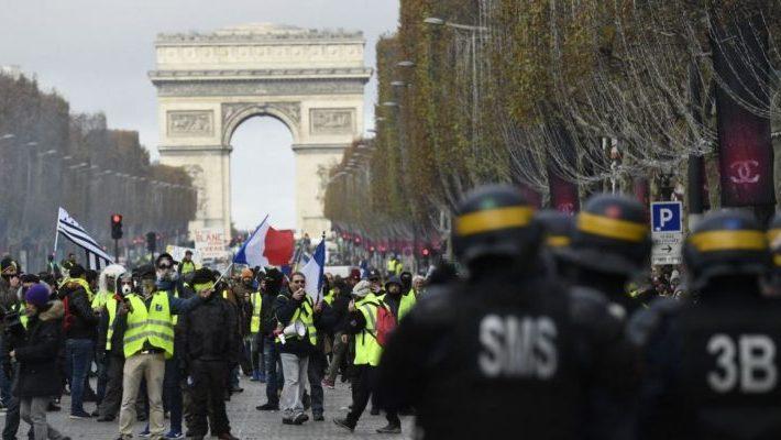 Νέες συγκρούσεις της αστυνομίας με τα «κίτρινα γιλέκα»