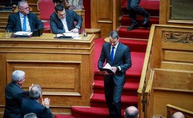 Βγήκαν τα «μαχαίρια» στη Βουλή ανάμεσα σε Τσίπρα – Μητσοτάκη για τον Υπουργό Άμυνας (ΒΙΝΤΕΟ)