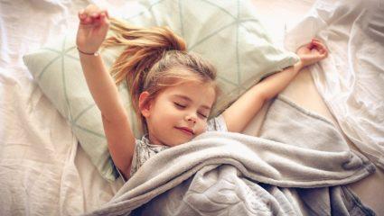 Εσύ ξέρεις για ποιο λόγο το μικρό σου ξυπνάει από… τα χαράματα;