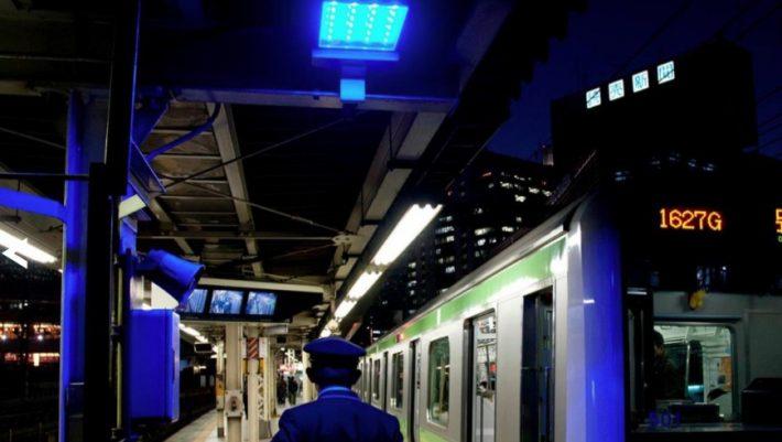Έρευνα: Μπορούν τα μπλε φώτα στο μετρό να αποτρέψουν τις αυτοκτονίες;