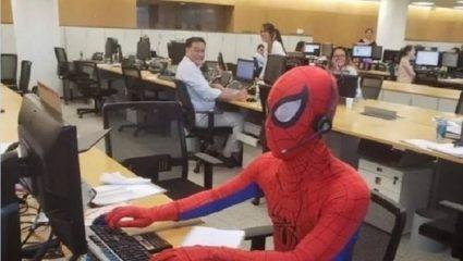 Παραιτήθηκε από τη δουλειά του και την επόμενη πήγε σαν Spiderman! -BINTEO