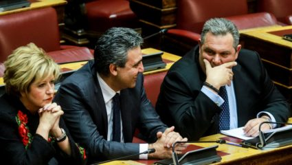Καμμένος: «Να παραδώσουν την έδρα τώρα Παπαχριστόπουλος και Κουίκ»