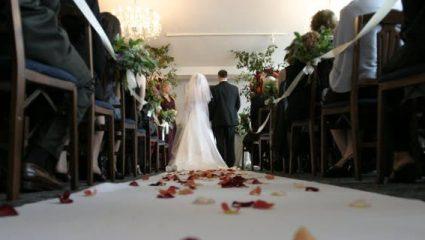 Τον χώρισε τρία λεπτά μετά τον γάμο!