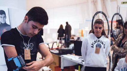 Ένας 19χρονος Ισπανός έφτιαξε το προσθετικό του χέρι από τουβλάκια Lego