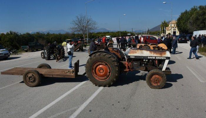 Οι αγρότες κλείνουν το απόγευμα τον κόμβο του Πλατύκαμπου
